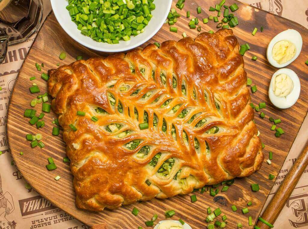 Пирог с яйцом и зеленым луком рецепт с из слоеного